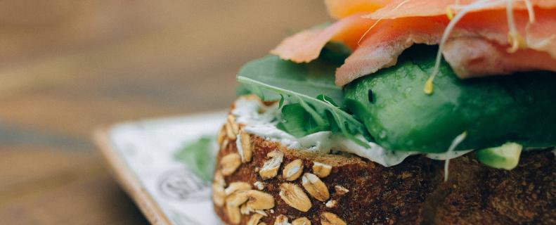 Zalm sandwich met komkommer